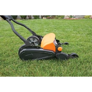 Reel Mowers, Best For Mowing Small Lawns – Fiskars 6201 18-Inch 5-Blade Momentum Push Reel Lawn Mower Review